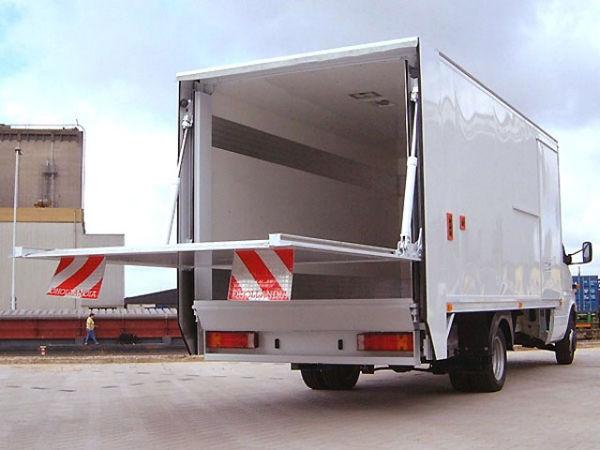 Преимущества перевозки автомобилем с гидробортом